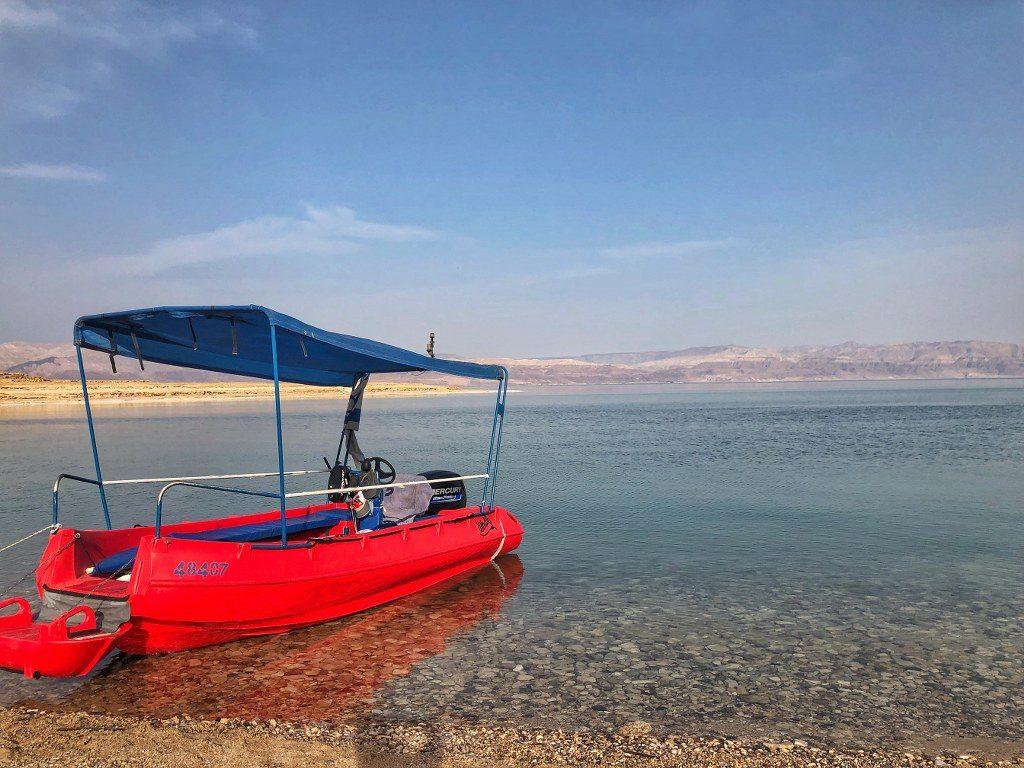 שייט בסירה בים המלח