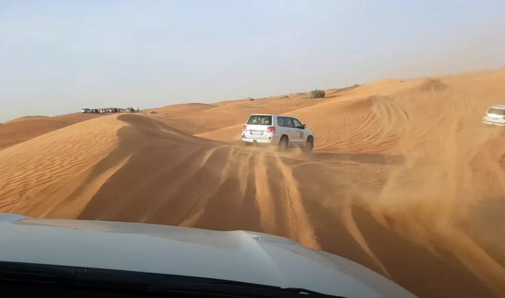 טיול ג'יפים במדבר חופשה בדובאי