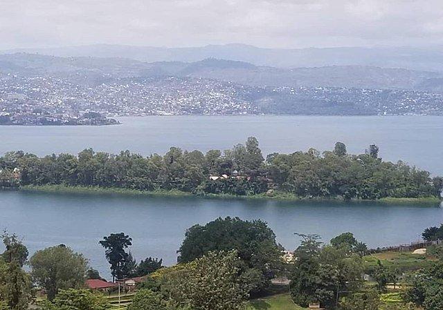 אגם קיוו Lake Kivu מקום נוח להתרעננות בטיול לרואנדה