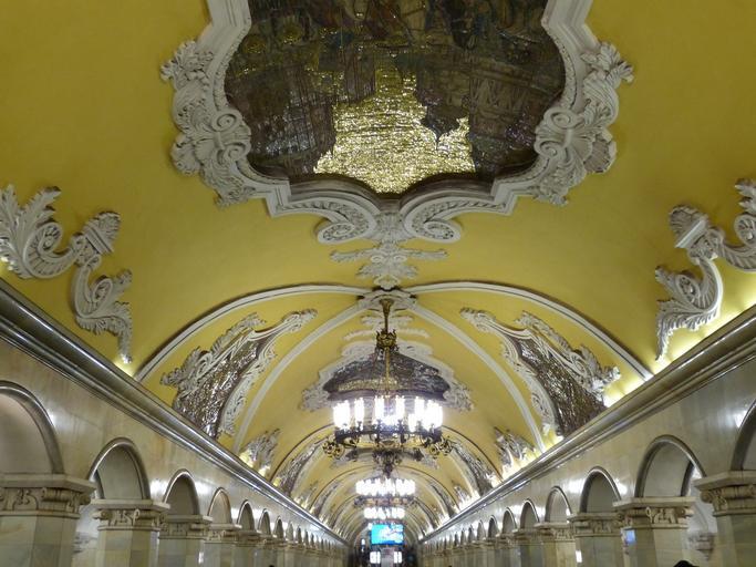 תחנת מטרו מקושטת מוסקבה