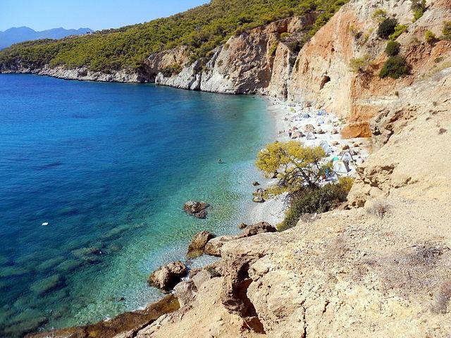 האיים הסרוניים - המים הצלולים של האי אג'יסטרי