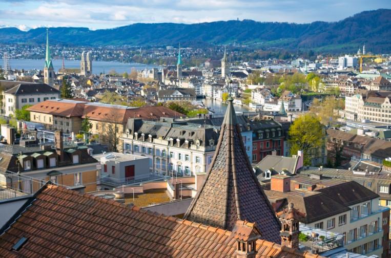 מגדלים משוננים בעיר ציריך שוויץ